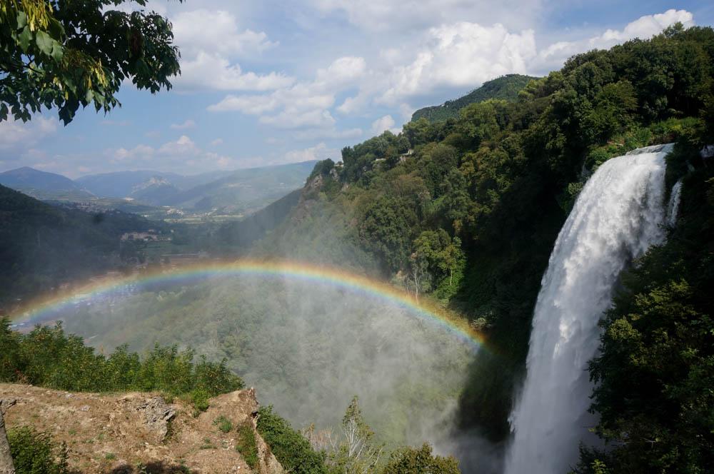 <b>Cascata delle Marmore</b> – cum arata cea mai inalta cascada facuta de om din lume