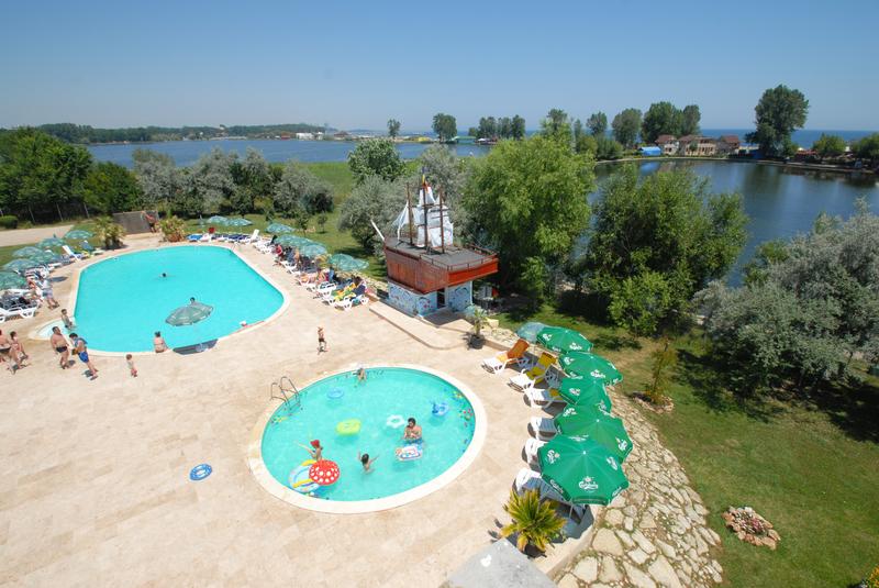 Eximtur_Hotel_Tismana_piscine