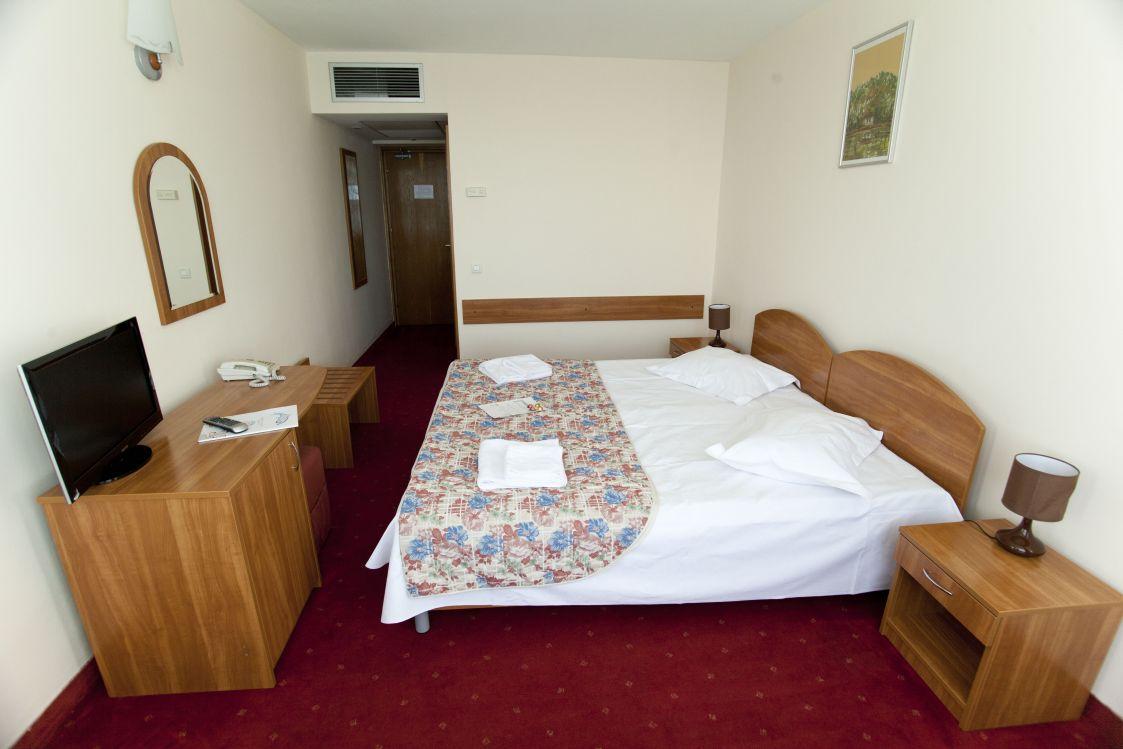 eximtur_Hotel_delfinul_camera