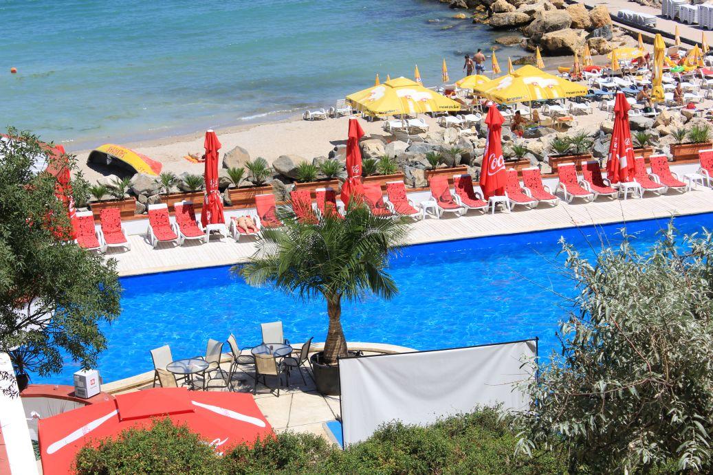 eximtur_Hotel_delfinul_piscina