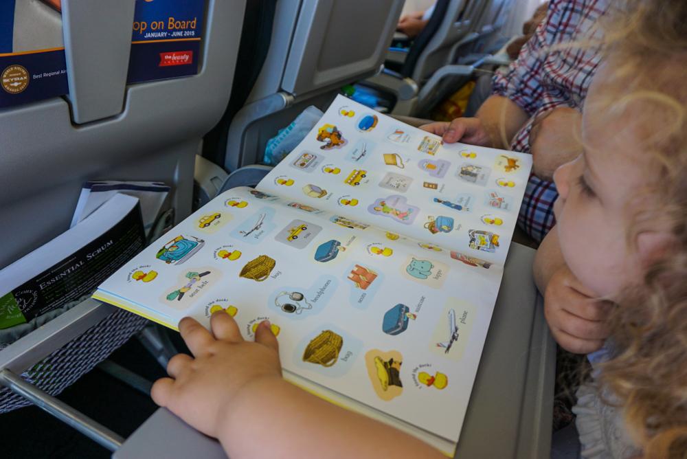Cinci idei de jucarii pentru un <b>zbor linistit cu copiii</b>