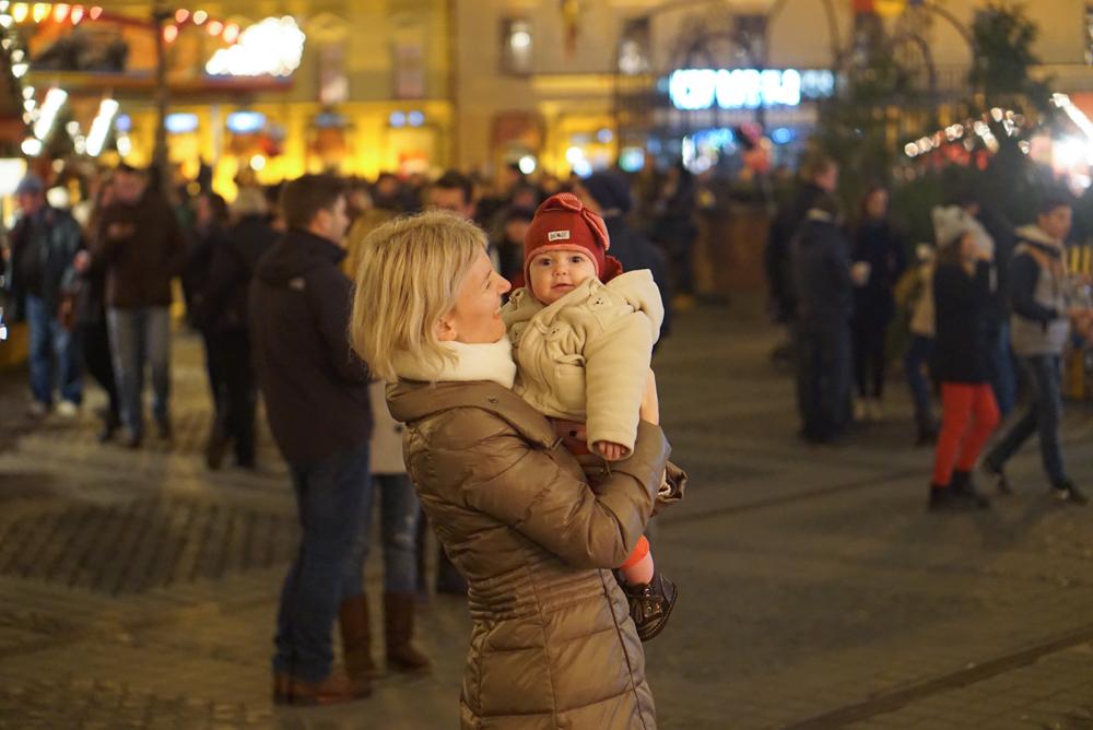 [FOTO] Bebe calator ♥ Romania – cum arata <b>piata de Craciun din Sibiu 2015</b>