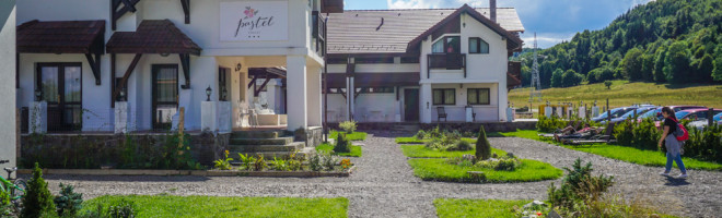 Pastel Chalet – o idee de cazare pentru familii, in mijlocul naturii, aproape de Brasov