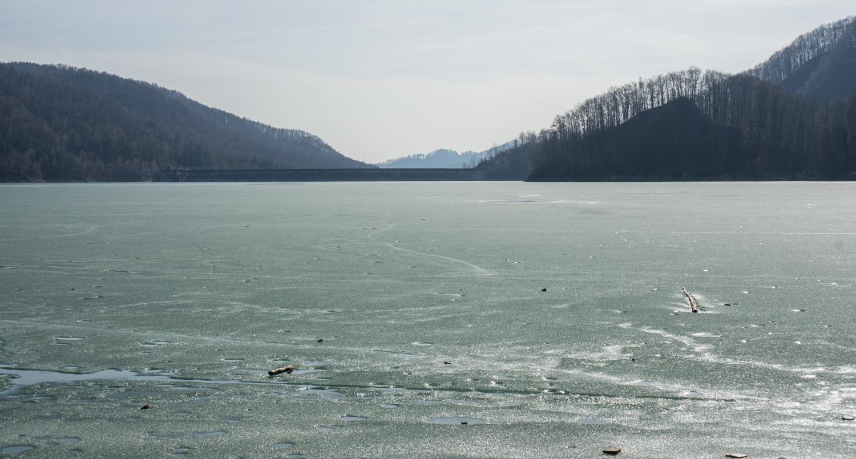 lacul paltinu inghetat