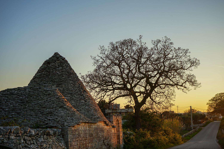 4 moduri de a te bucura de <b>trulli in Alberobello</b> (recomandate calduros familiilor)