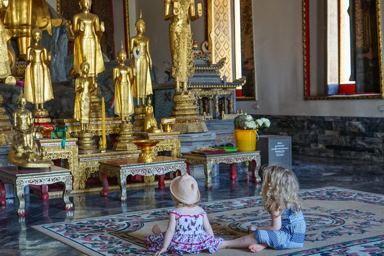 Wat Pho, Bangkok – sau cum au reactionat <b>fetele la prima intalnire cu budismul</b>